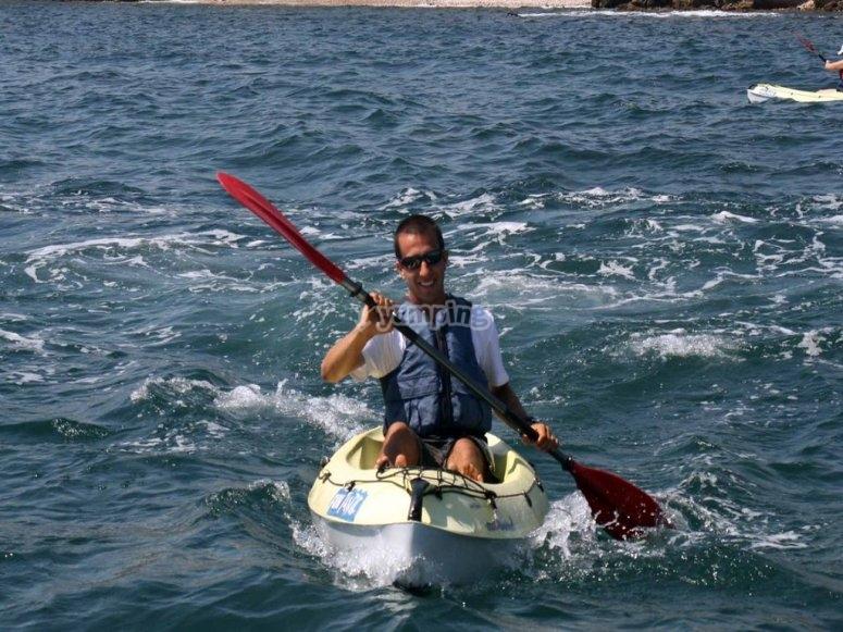 Conoce remando en solitario las aguas gallegas