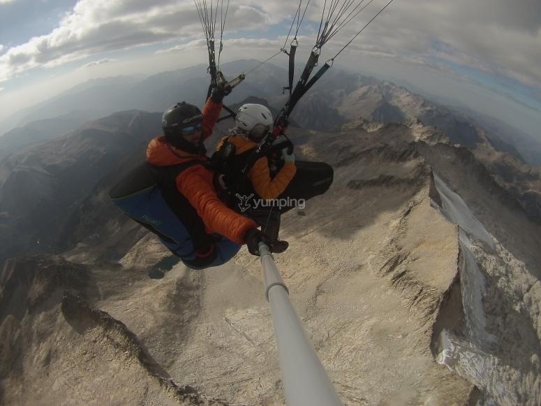 Vistas espectaculares de Berguedà en parapente
