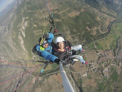 Paraglider flight in Berguedà, 60 minutes