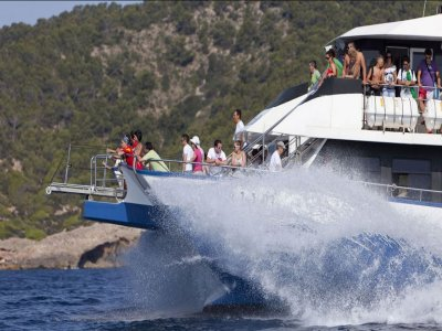 Buffet boat trip and open bar in Formentera