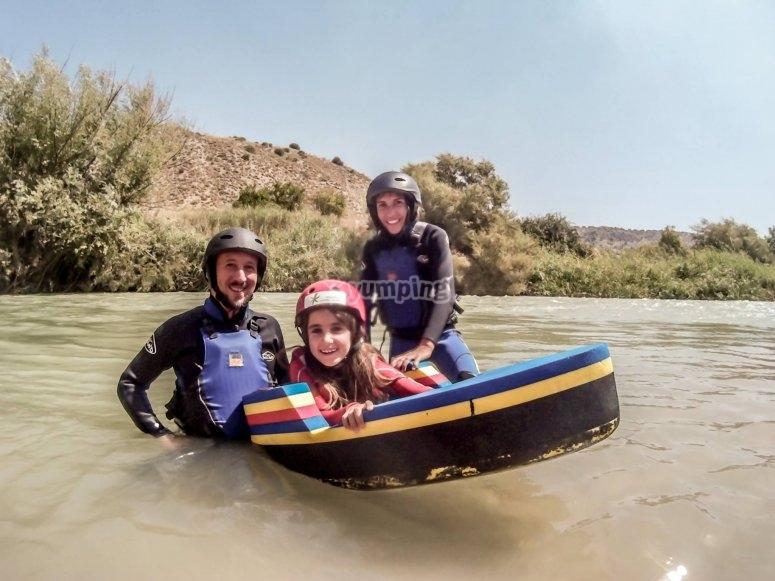 Un'idea ideale per i bambini sul retro di una piattaforma galleggiante