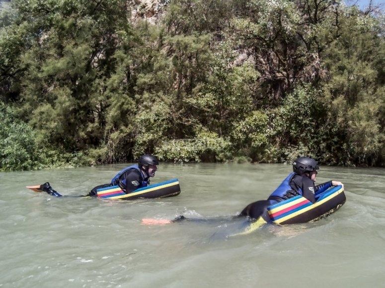 Propulsione nelle acque di Cordova in slitta di water