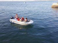 Viaggio in famiglia attraverso le acque di Santander in barca