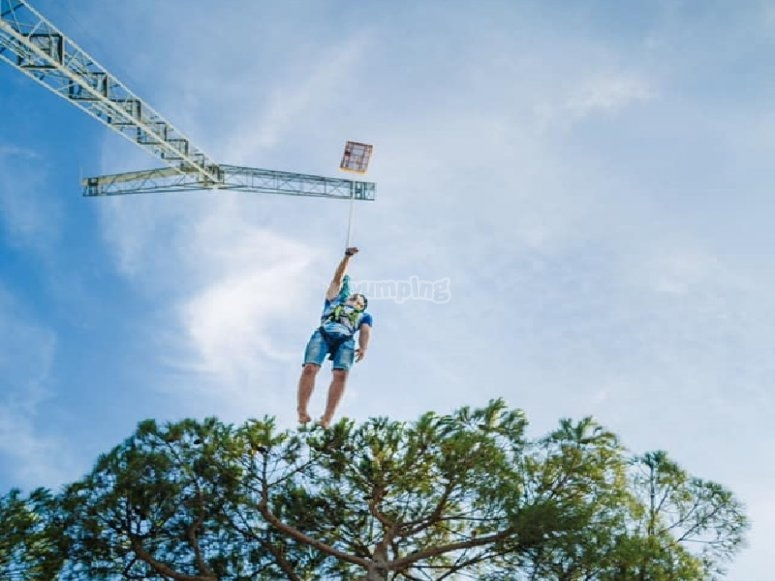 Tirachinas humano en las alturas de Lloret de Mar