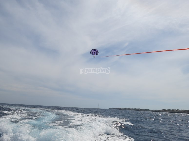 Fly on a parasail in Cala Gran