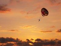 Volar parasailing atardecer Mallorca