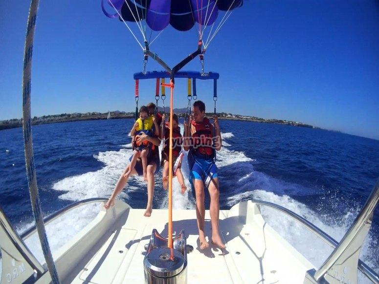 Paseo en barco y parasailing Cala Petita