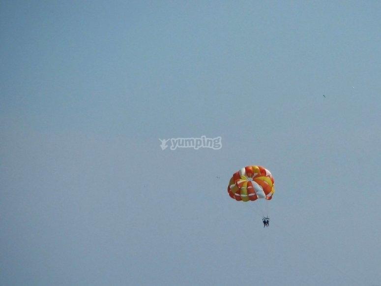 Volar en parasailing en Torrevieja