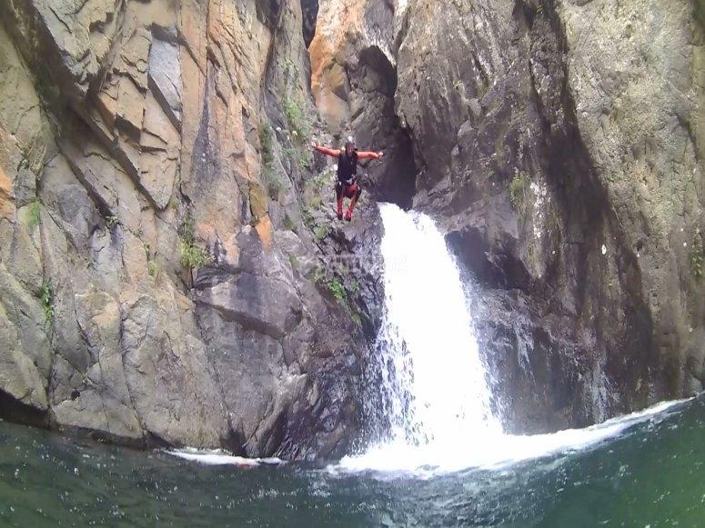 跳至努里亚山谷的水域