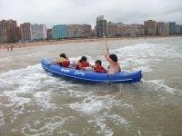 营地执行海上独木舟自然景观体验