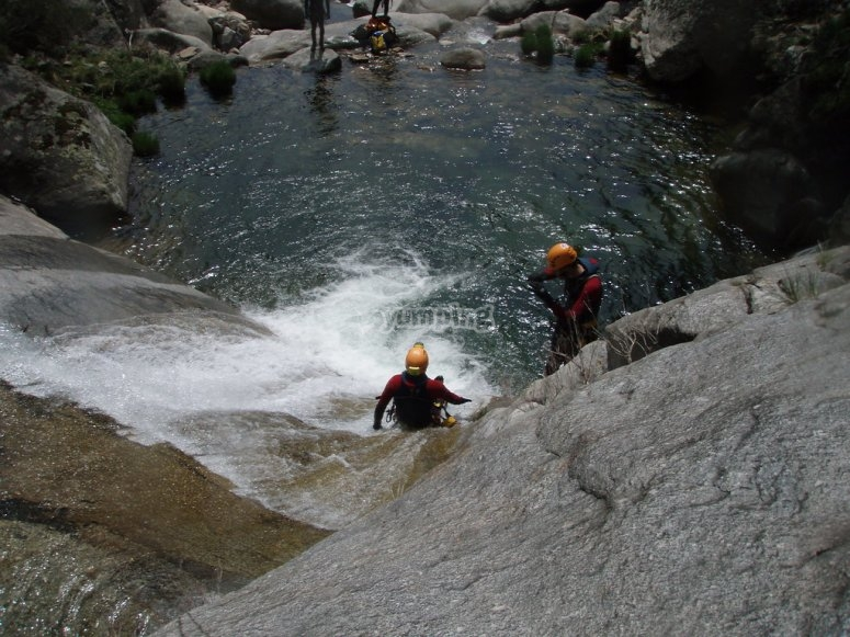 Canyoning vers le bas à Jerte