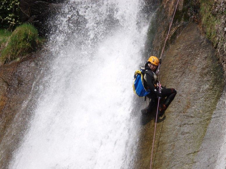 Rappel dans le canyon de Los Papuos