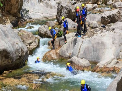 Canyoning Los Papuos canyon medium difficulty