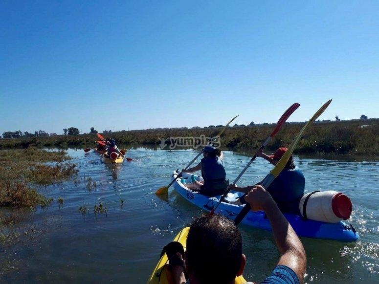 Kayak con amigos en Huelva