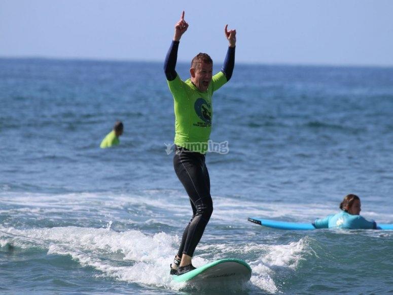 Clase de surf para adultos en Maspalomas