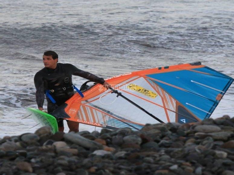 Con la vela de windsurf en Maspalomas