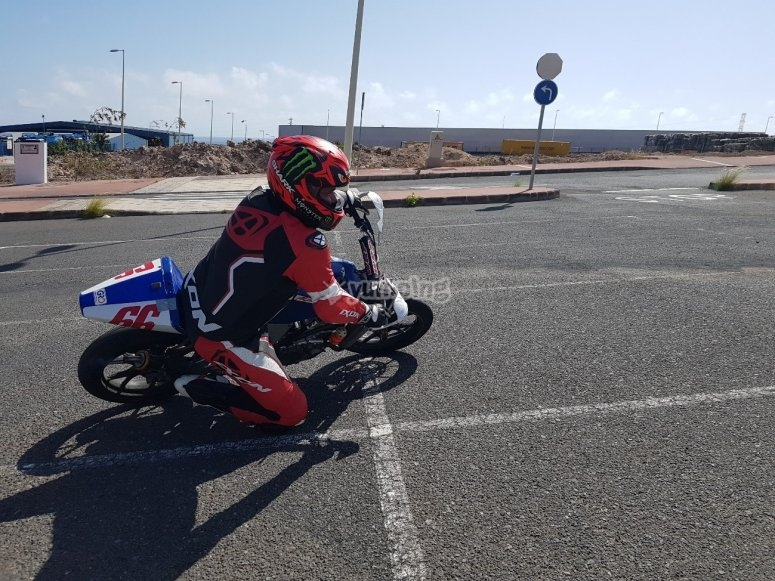 马斯帕洛马斯赛车场的摩托车之旅