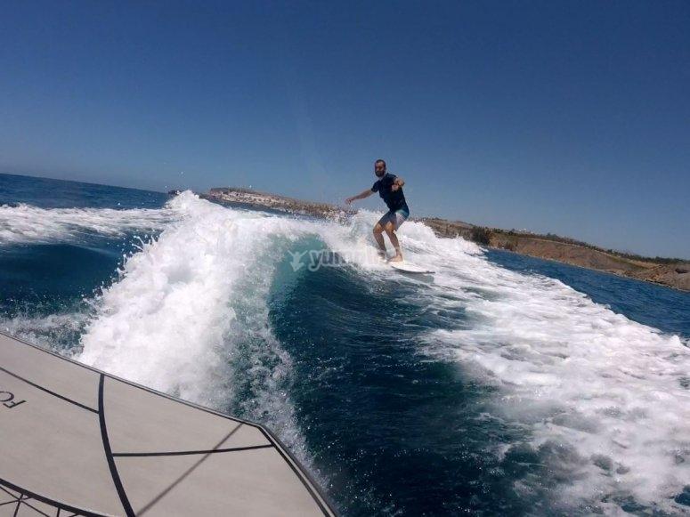 Paseo en barco y wakesurf Maspalomas