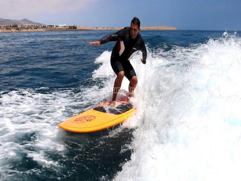 Practicar wakesurf en Playa del Inglés