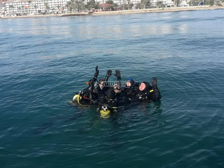 Scuba diving with friends in Mazarrón bay