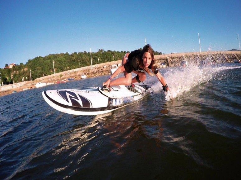 Acelera con tu tabla de surf eléctrica por Benalmádena