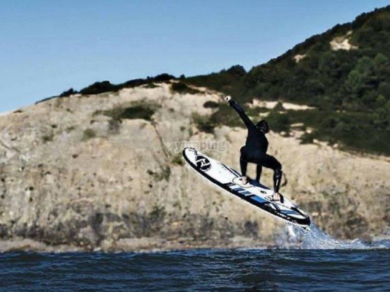 Fantastici salti con la tavola da surf elettrica Costa del Sol