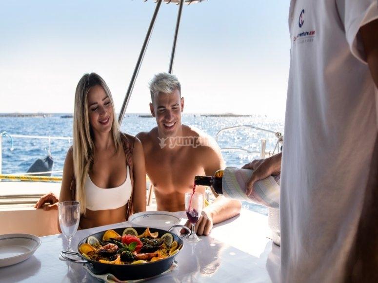 Comida a bordo de catamarán Tenerife