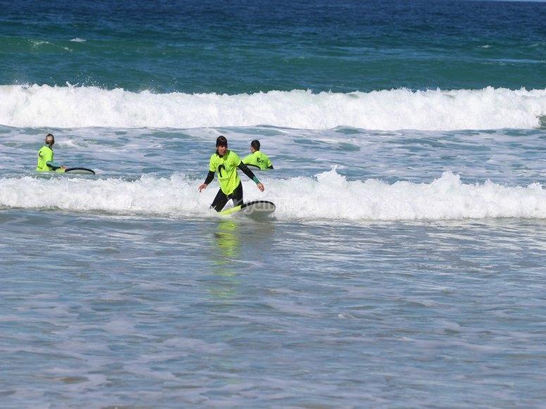Surfeando en la Playa de Los Lances