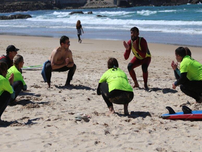 Lecciones de surf en la arena de Tarifa
