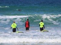 Primer contacto con las olas tarifeñas