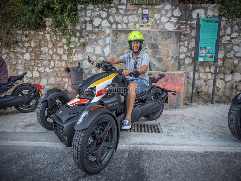 Tour in scooter a 3 ruote Istán