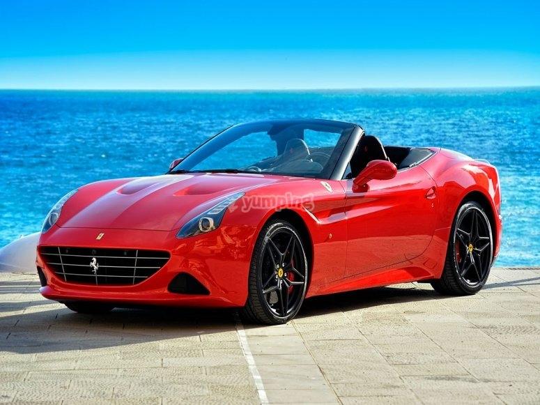 Vistas al Mediterráneo desde un Ferrari