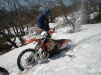 Con la moto en la nieve