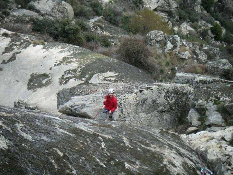 Dispuesto a escalar en la Sierra de Madrid
