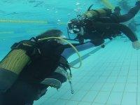 在Illesca的游泳池潜水3小时