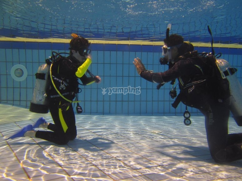 Inmersión en piscina en Formentera