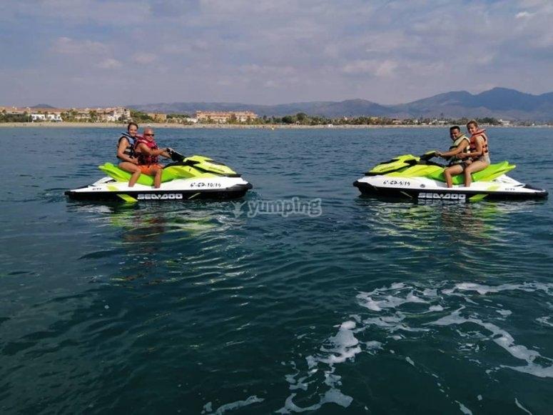 Actividad con motos acuáticas