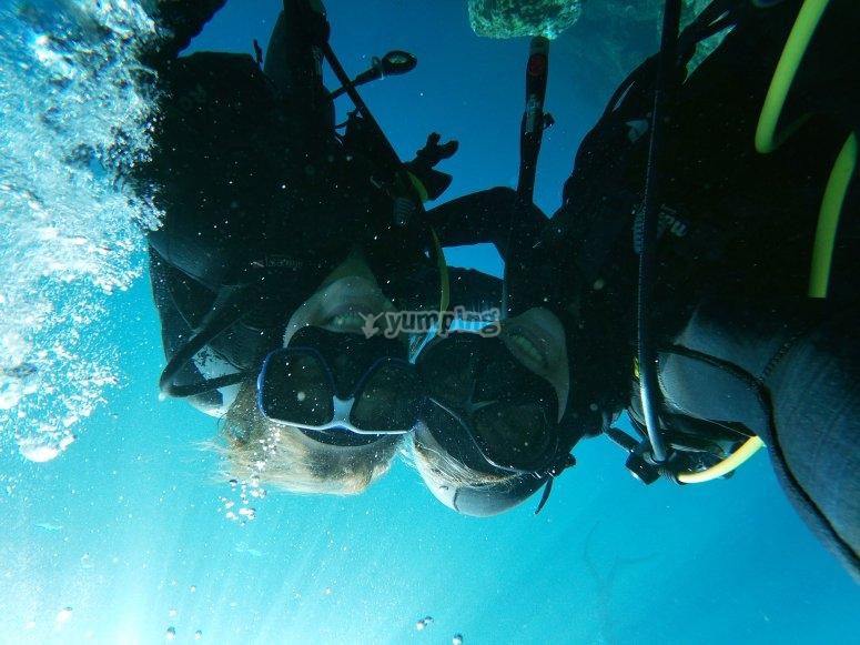 与海龟潜水