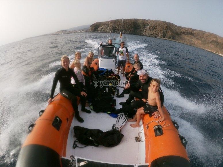 在特内里费岛浮潜
