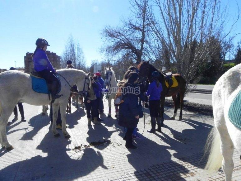 Clase de equitación para pequeños