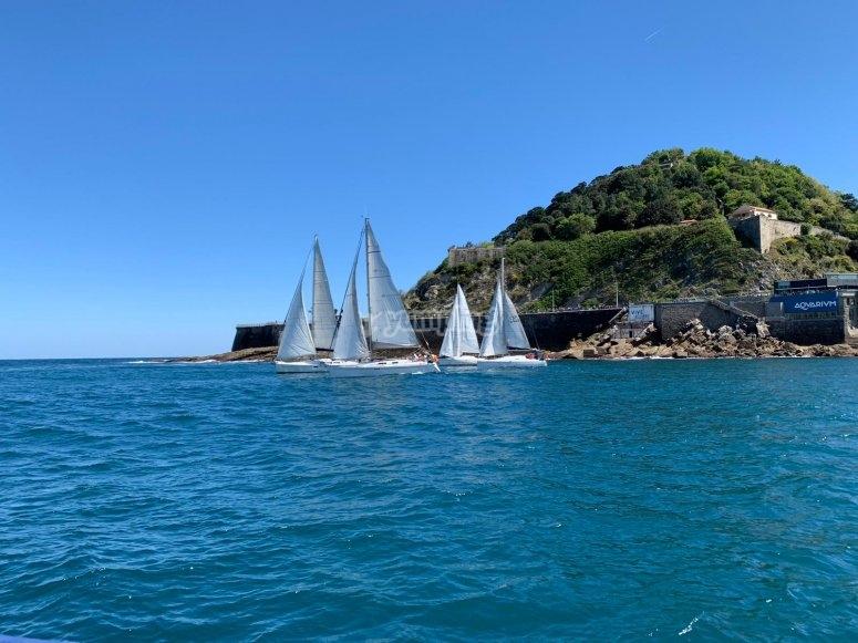 在Guipúzcoa水域中航行