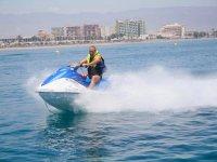 Roquetas的摩托艇