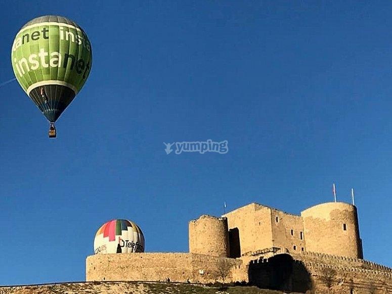 在拉穆埃拉城堡上空的气球