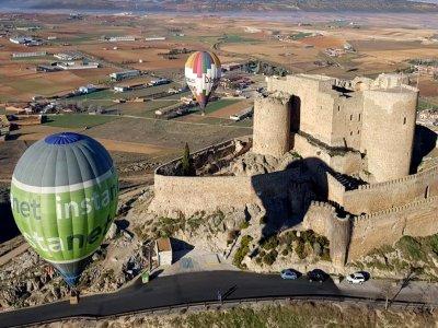 在孔苏埃格拉的气球骑和吐司与卡瓦酒