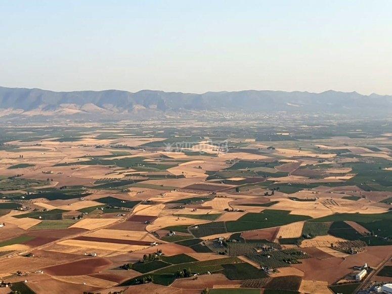 雷阿尔城乡村热气球环境