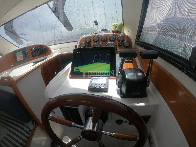 Cabina interior del barco