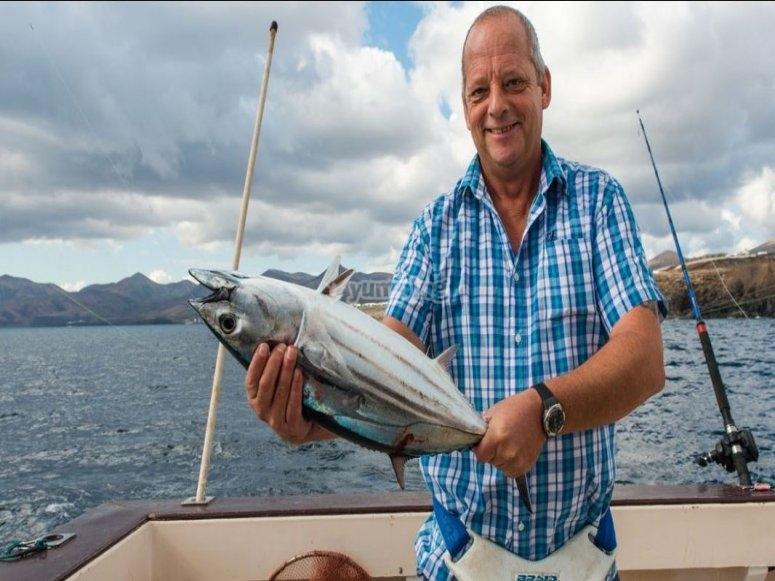 在兰萨罗特岛钓鱼