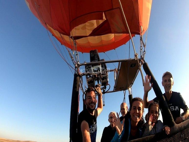 在气球中享受塞戈维亚的天空