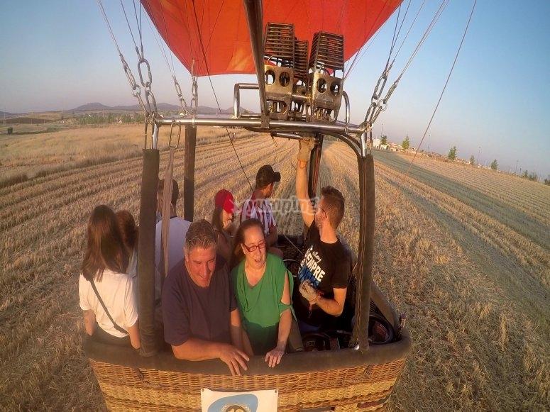 热身气球的马达,爬升到塞哥维亚的高度