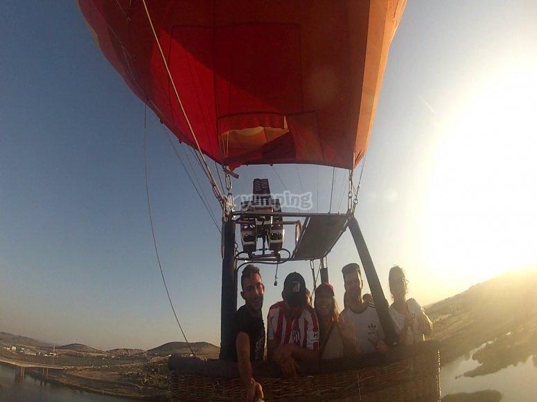 整个塞戈维亚家庭乘坐的气球